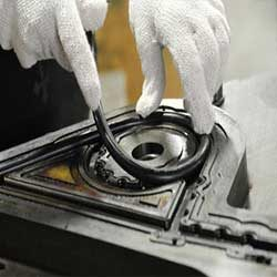 Pembuatan spare part karet custom dilakukan melaui proses cetak. proses ini dimulai dari pembuatan cetakan, lalu dilanjutkan dgn proses cetak (vulkanisasi) menggunakan material yang sesuai pada mesin hot press.